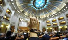 Deputatii au aprobat dublarea alocatiilor pentru copii. Votul final, la ora 15.00