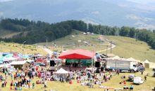 Targul de Fete de pe Muntele Gaina – cea mai mare sarbatoare populara din Romania